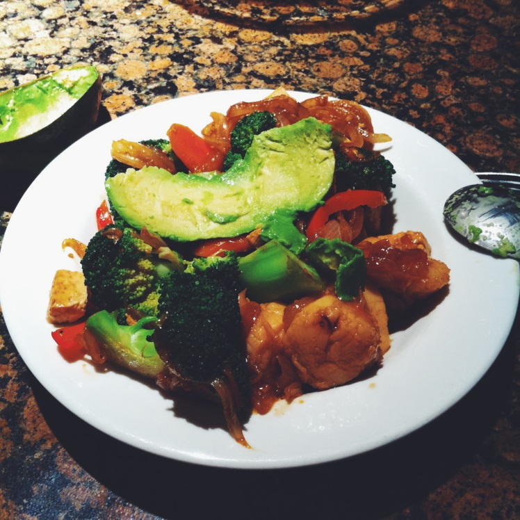 Came to the kitchen hangry, hence I dumped some stir-fried scallops, peppers, avocado, broccoli,
