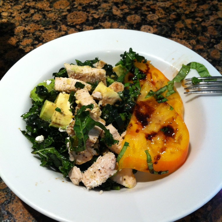 Balsamic vinaigrette tomatoes with a suuuuuuuper delicious avocado, kale an chicken salad for dinner!